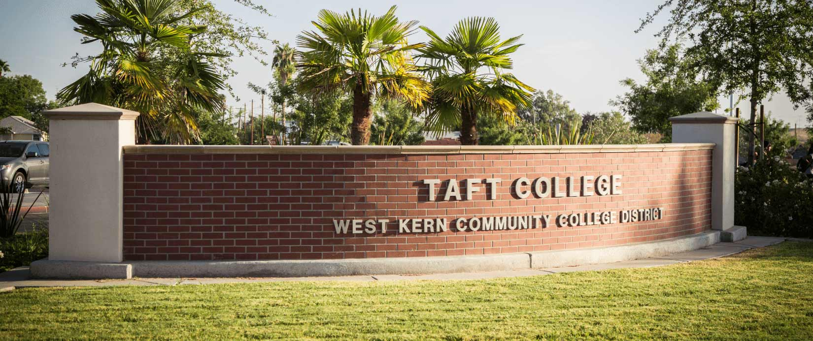 Image of Taft Colleges welcome sign.